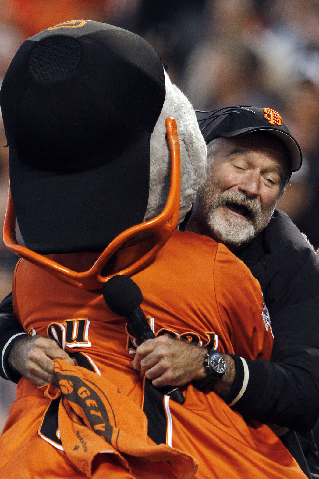 Robin Williams Hugging Lou Seal - P 2014
