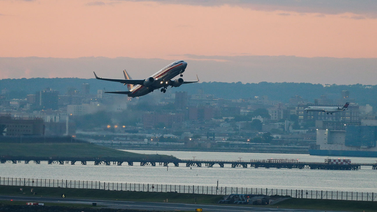 Airline Taking Off - H 2014
