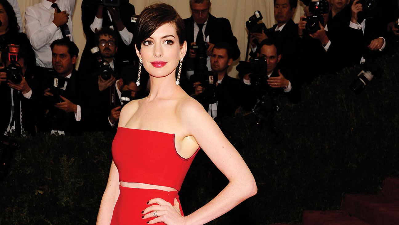 Anne Hathaway Red Carpet Look - H 2014