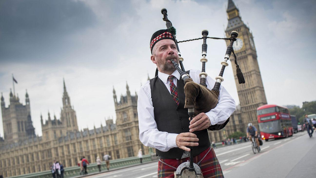 Scotland Piper Houses of Parliament - H 2014
