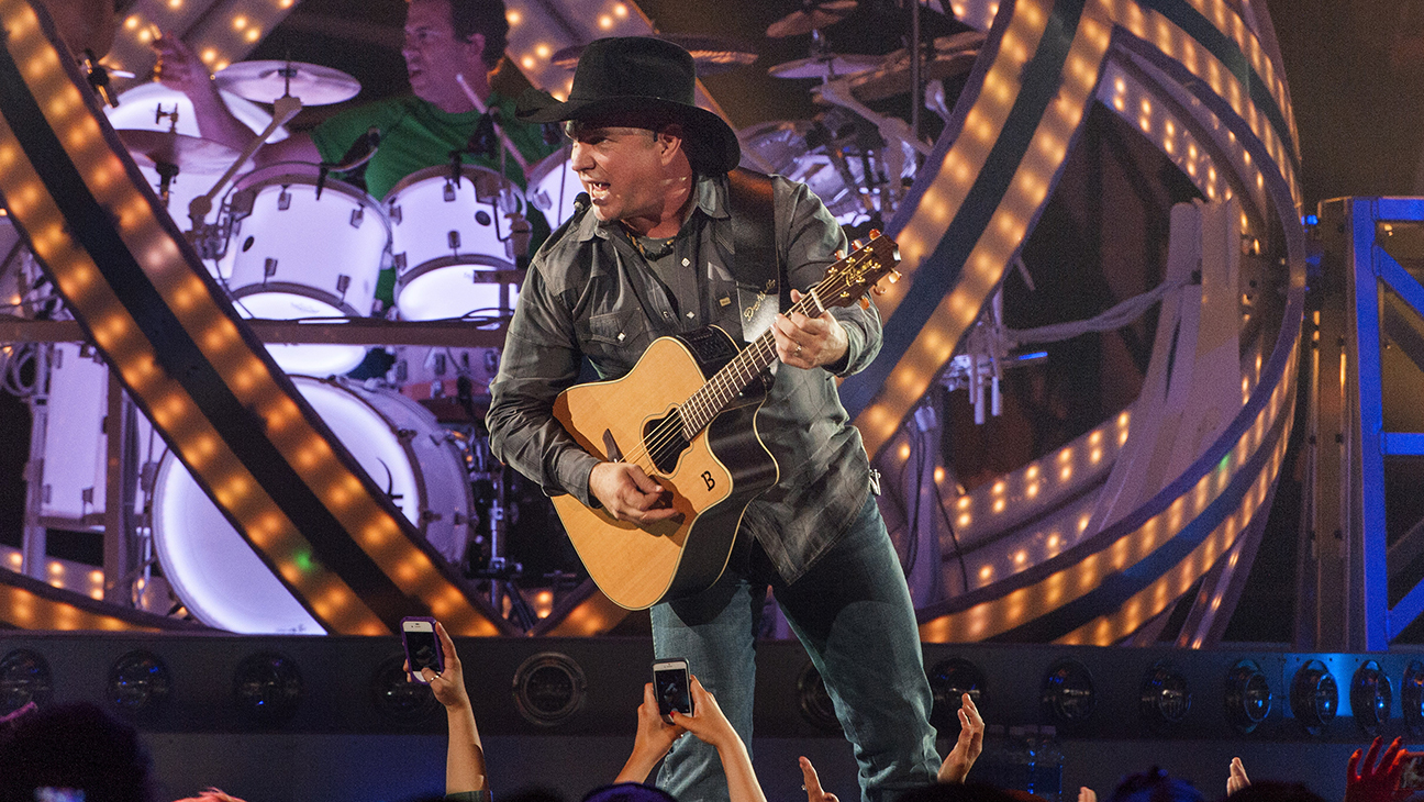Garth Brooks Tour Chicago H 2014