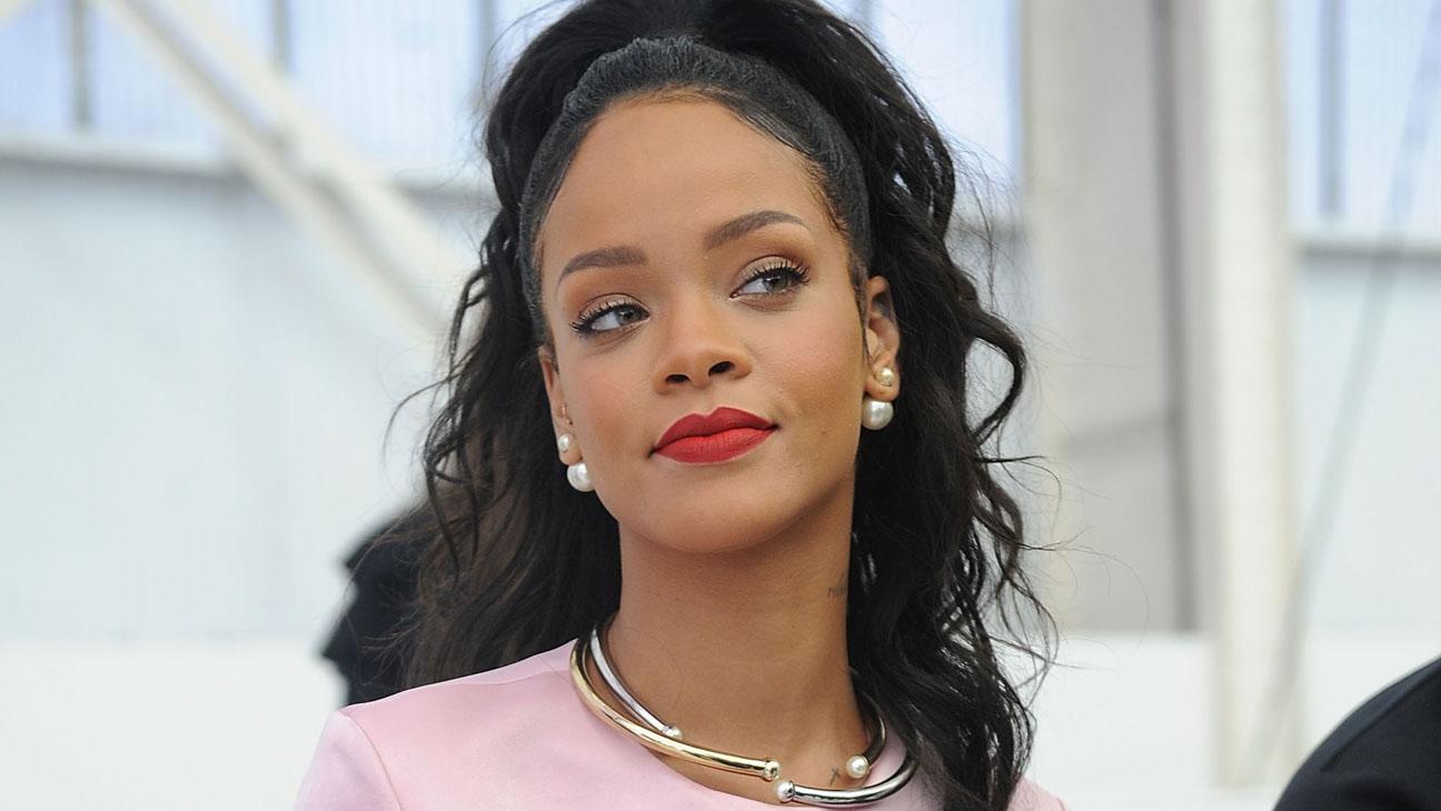 Rihanna Horizontal - H 2014
