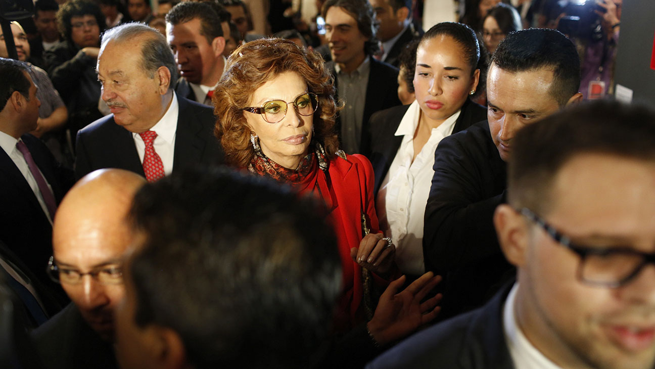 Sophia Loren in Crowd - H 2014