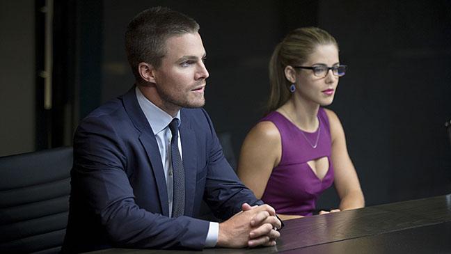 Arrow S01E01 Still - H 2014