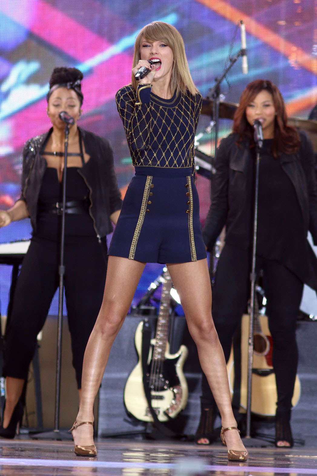 The Story Behind Taylor Swift S Performance Shoes Hollywood Reporter