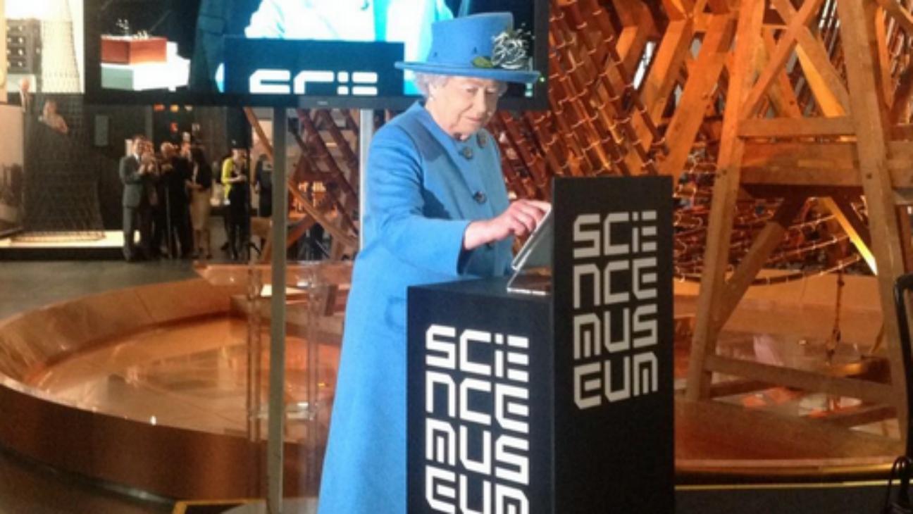 Queen Elizabeth Tweets - H - 2014