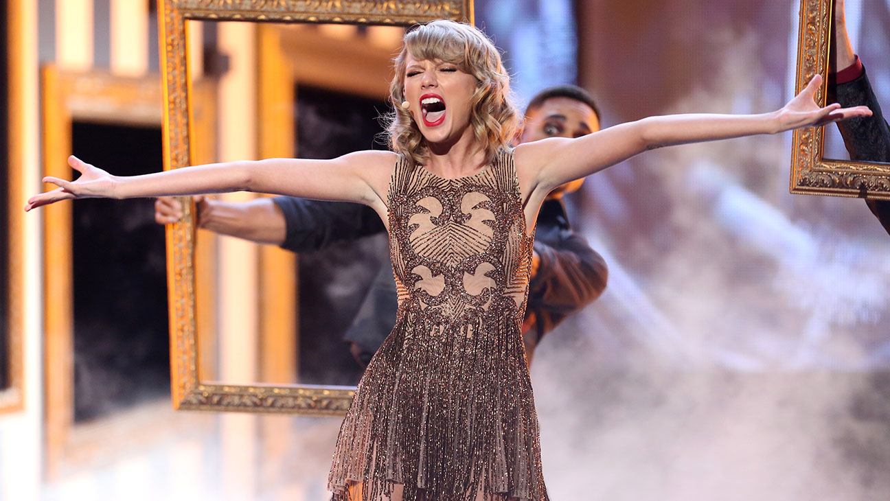 Taylor Swift Onstage AMAs - H 2014