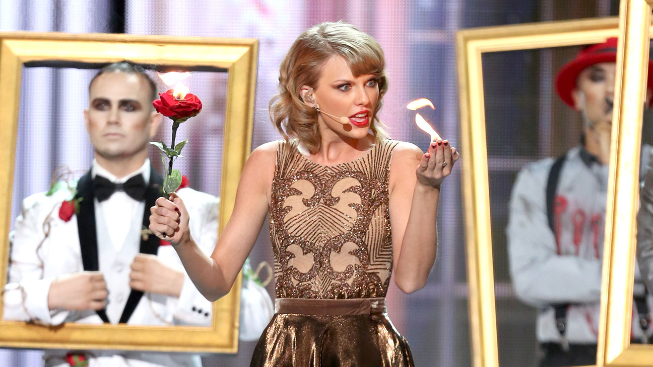 Taylor Swift Performing AMAs - H 2014