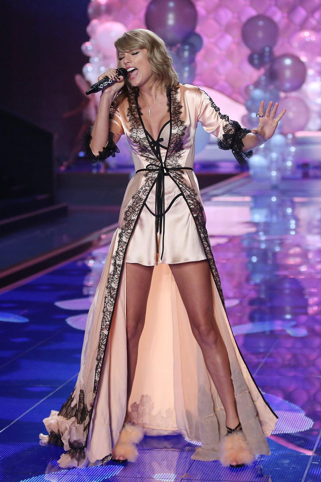 Taylor Swift Victoria's Secret - P 2014