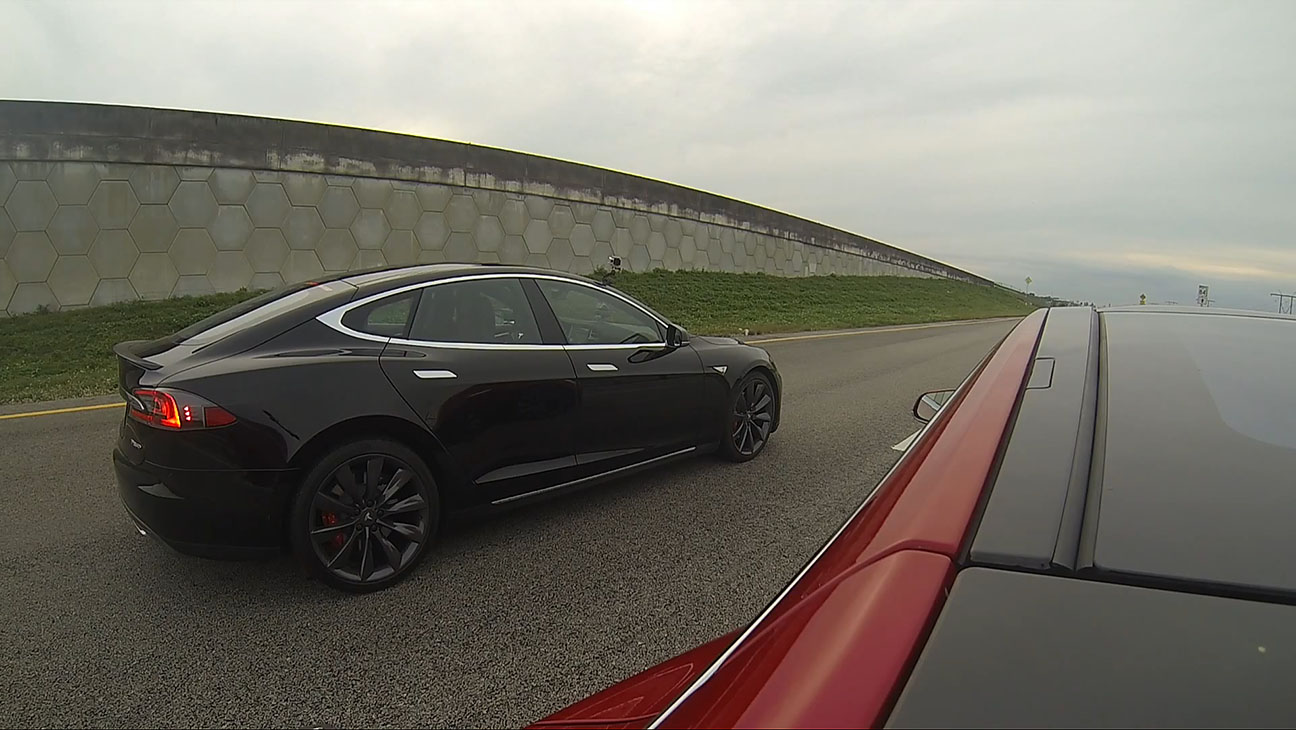 Tesla_Model_S_P85D_vs_P85_Road_Test_Screenshot - H 2014