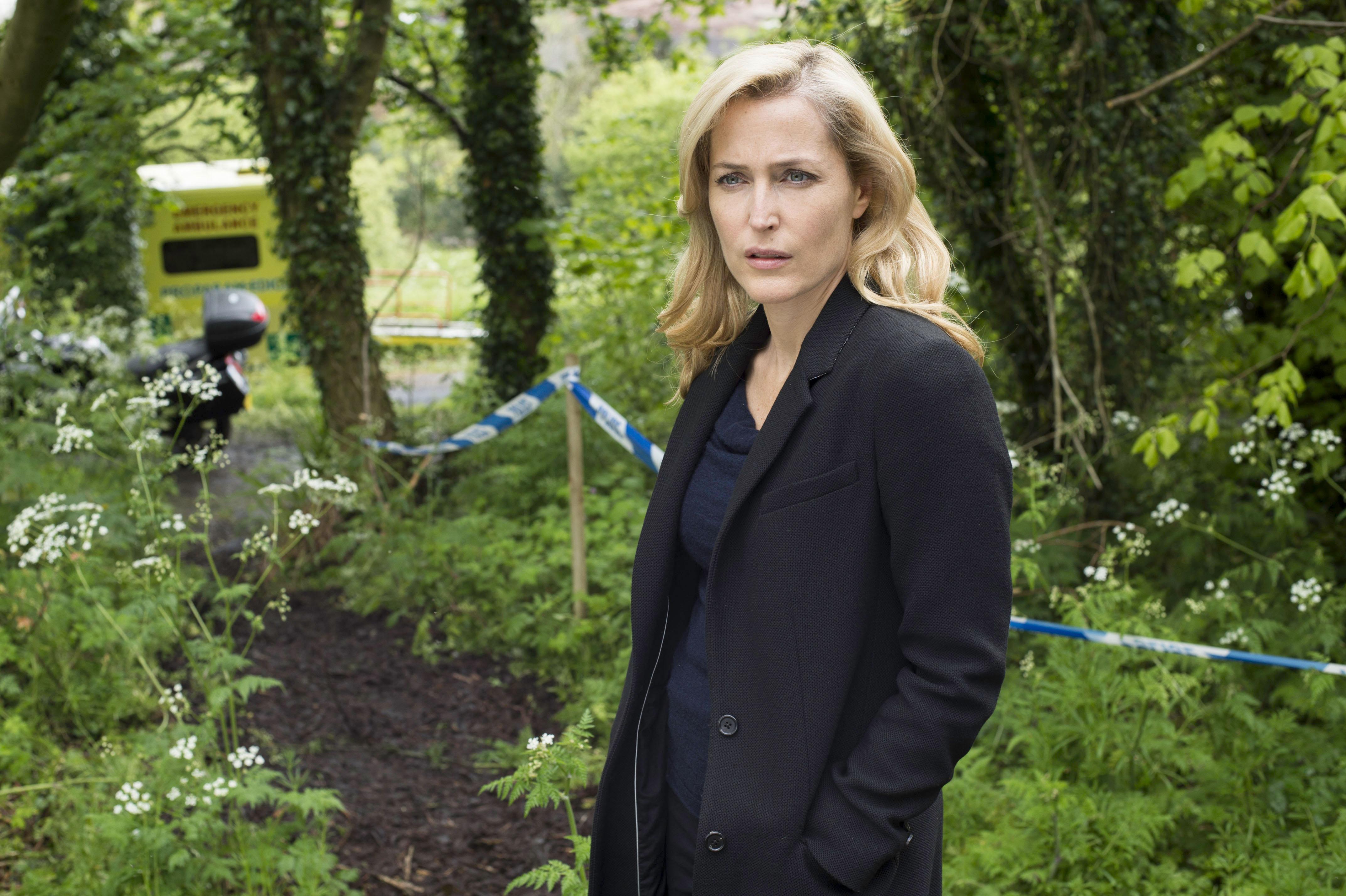 'The Fall' season 2 still Gillian Anderson - H 2015