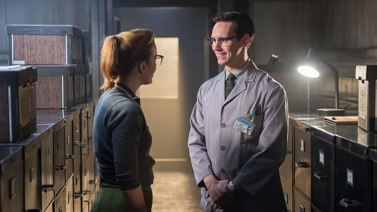 Gotham S01E12 Cory Michael Smith Still - H 2015