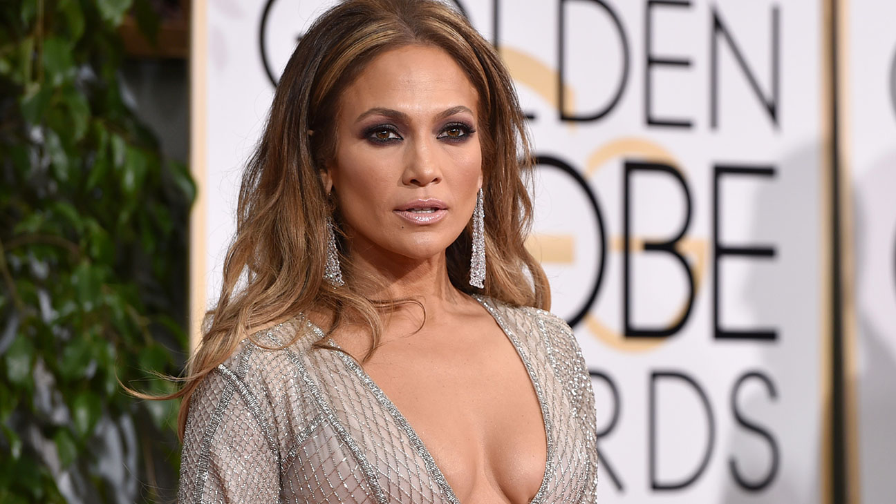 Jennifer Lopez Golden Globes Red Carpet - H 2015