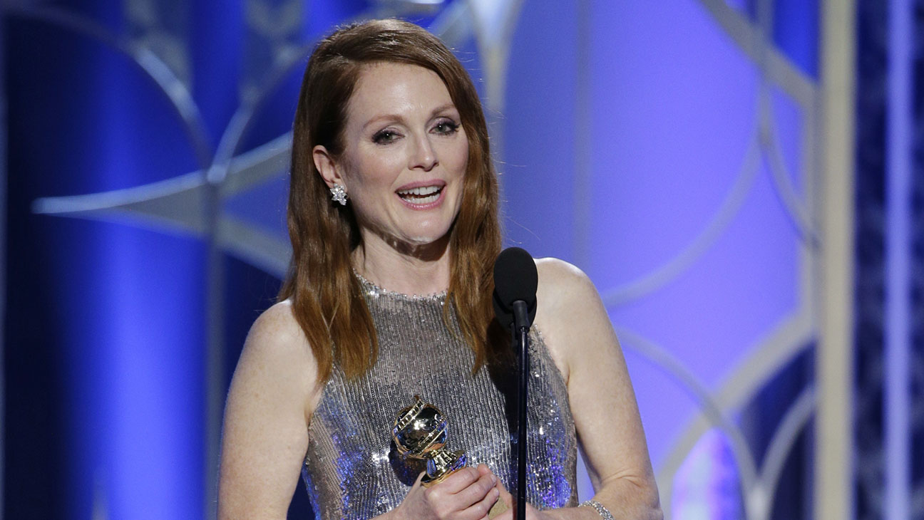 Julianne Moore Onstage Golden Globes - H 2015