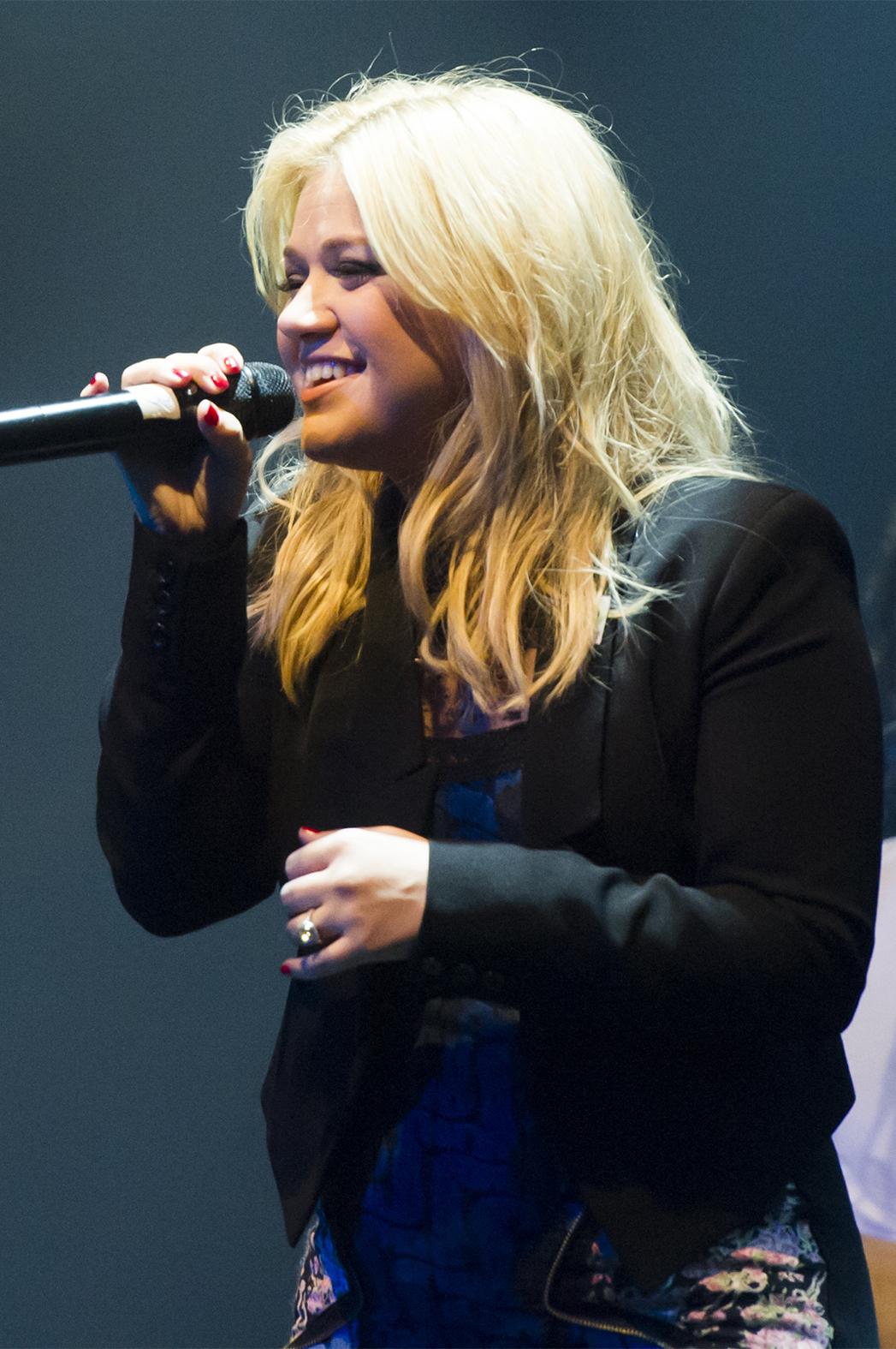 Kelly Clarkson P 2013