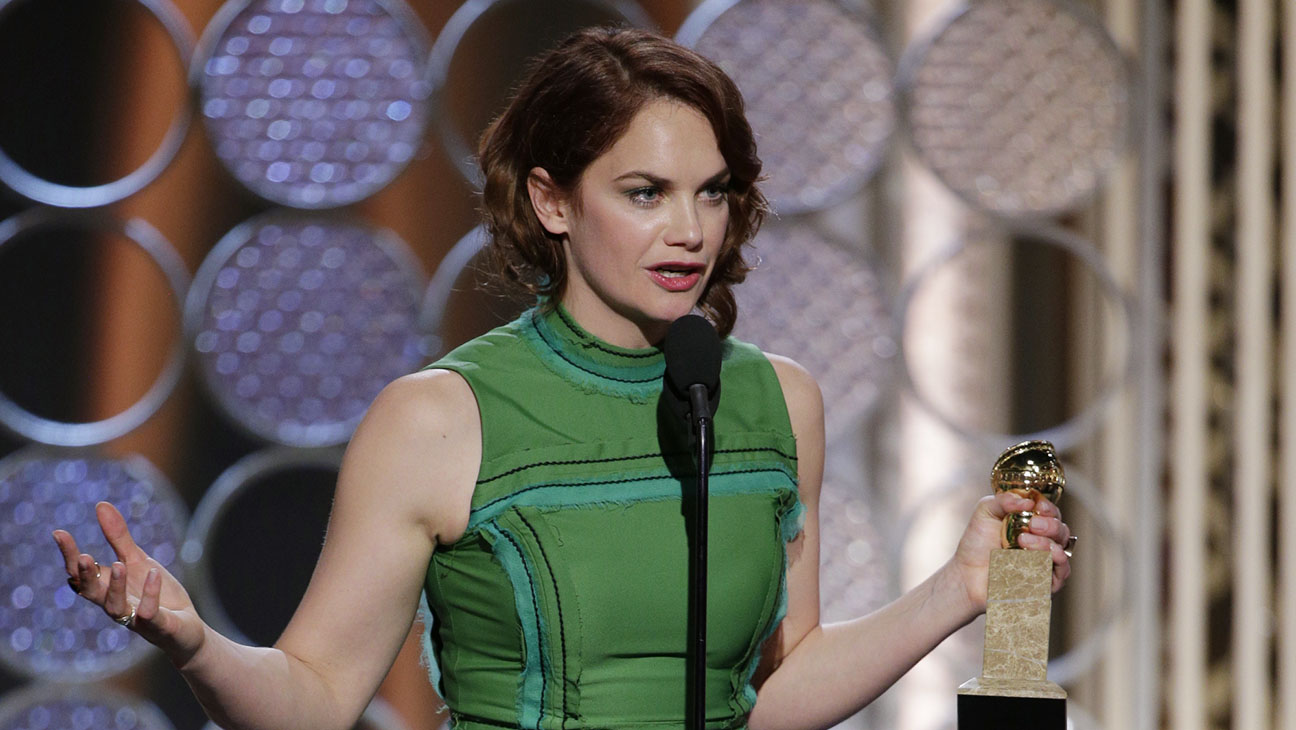Ruth Wilson Onstage Golden Globes - H 2015