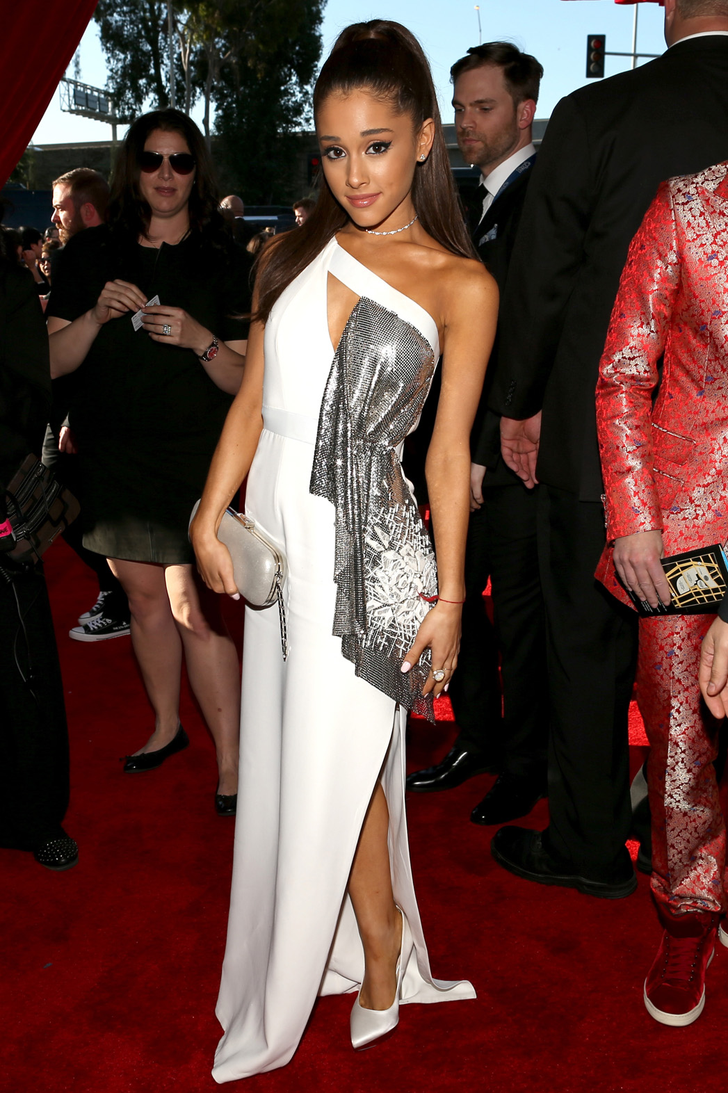 ariana grande is wearing versace at the 2015 grammy awards hollywood reporter https www hollywoodreporter com news ariana grandes 2015 grammys outfit 770339