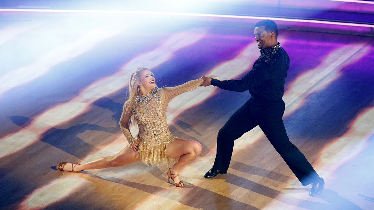 Dancing With the Stars S19E11 Still - H 2015