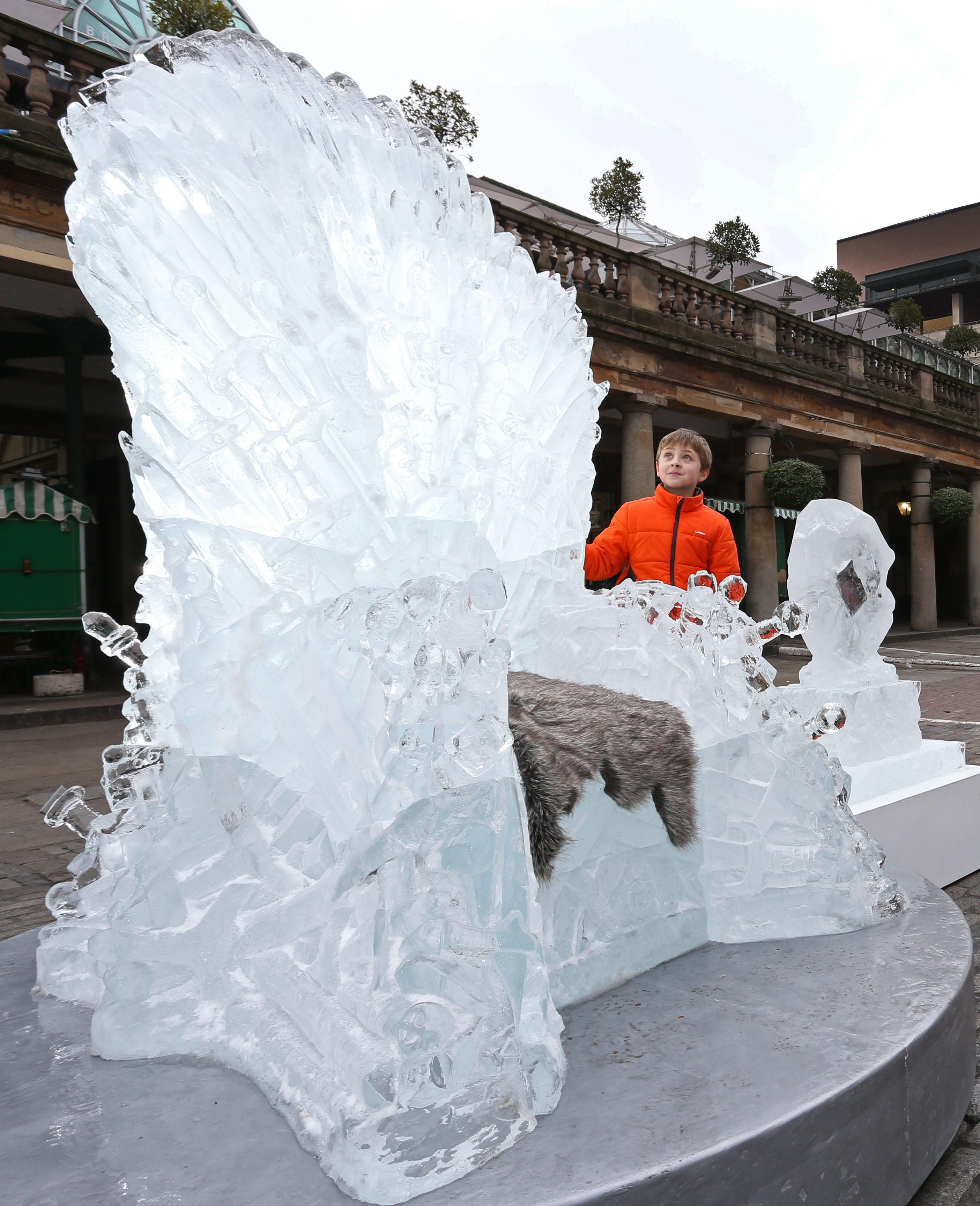 'Game of Thrones' ice throne in London - P 2015
