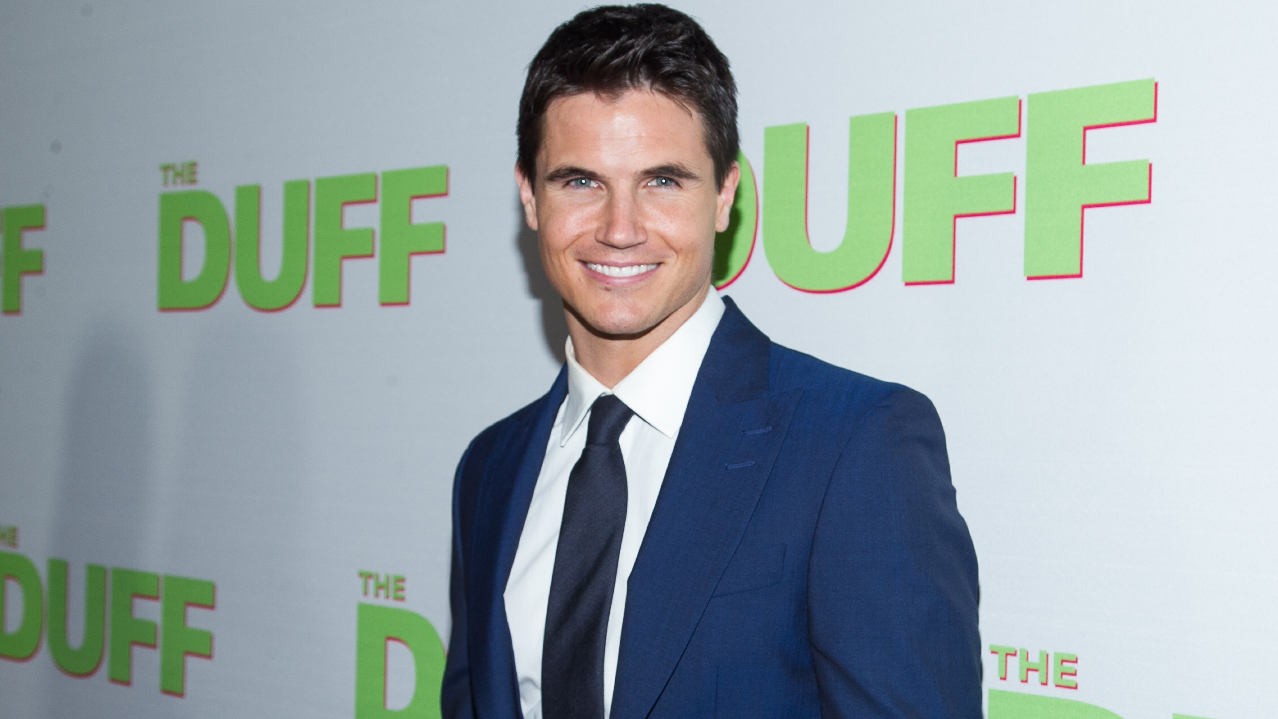 Robbie Amell to Star in, Produce 'Float' Movie Adaptation