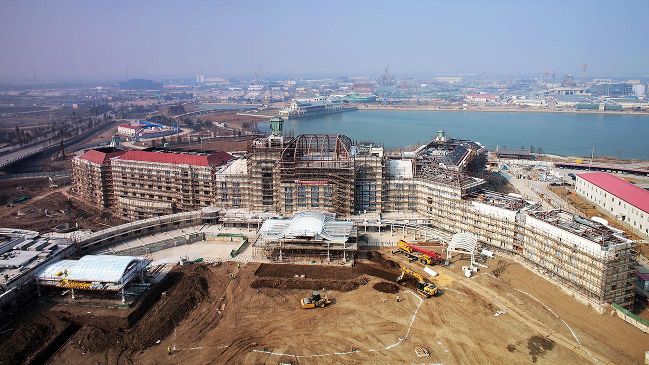 Shanghai Disneyland Hotel Construction - H 2015