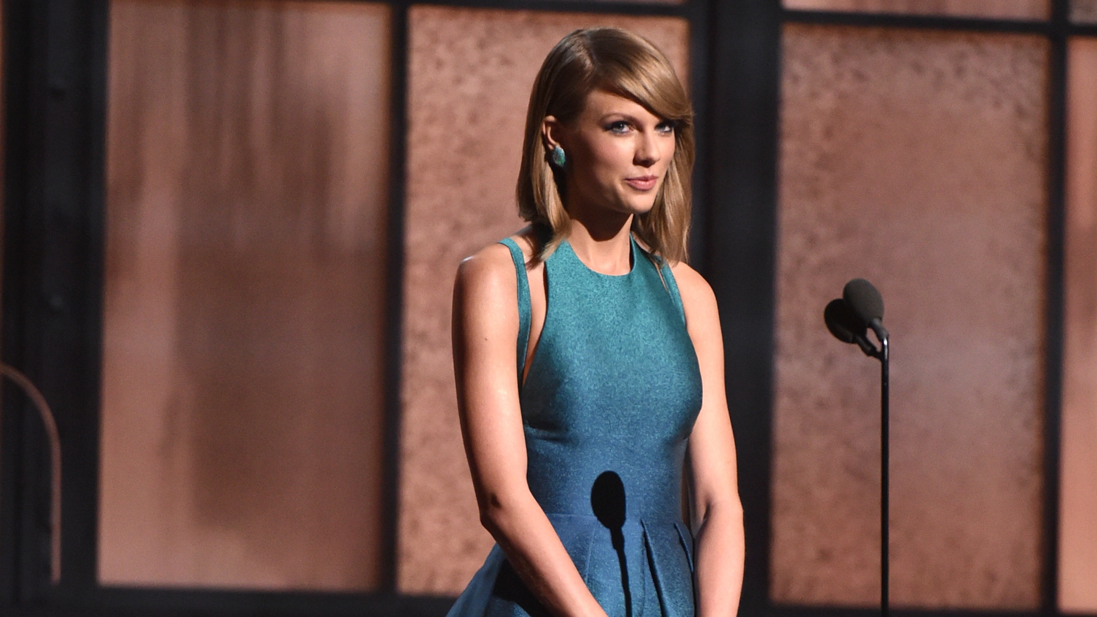 Taylor Swift at the Grammys - H 2015