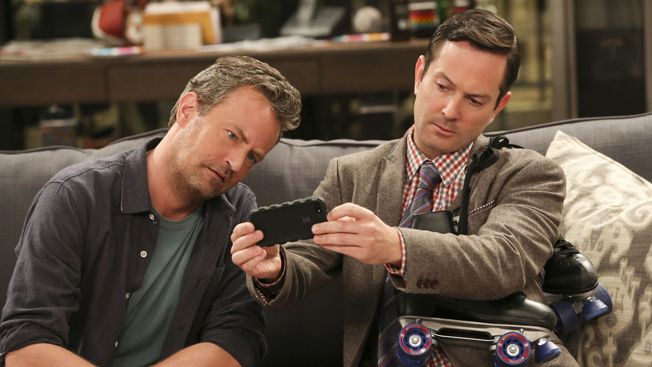 The Odd Couple S01E03 Still - H 2015