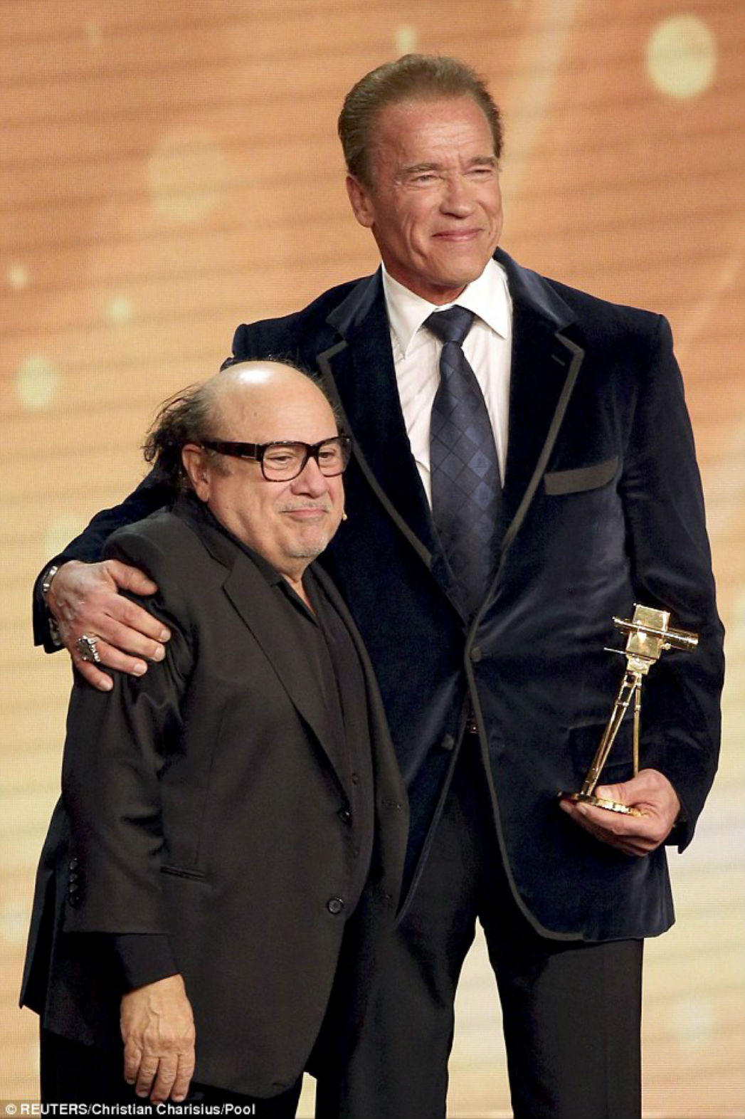 Arnold Schwarzenegger Danny Devito Reteam Onstage For Germany S Golden Camera Hollywood Reporter