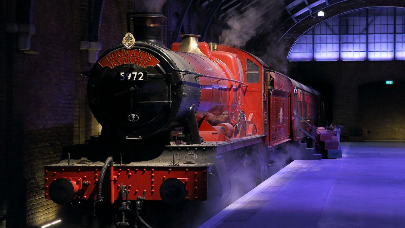 Hogwarts Express at Warner Bros Studio Tour London Harry Potter - 2015 H