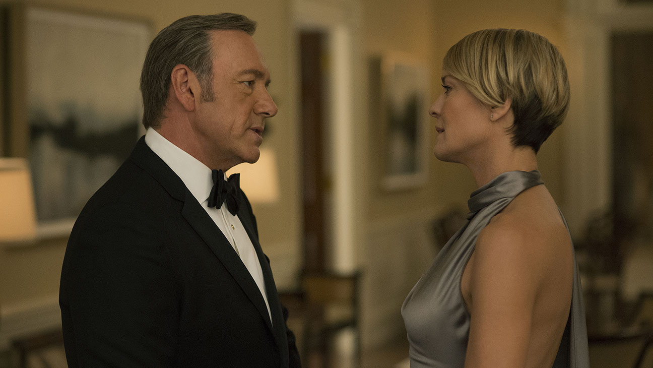 House of Cards S03E03 Kevin Spacey Robin Wright Still - H 2015