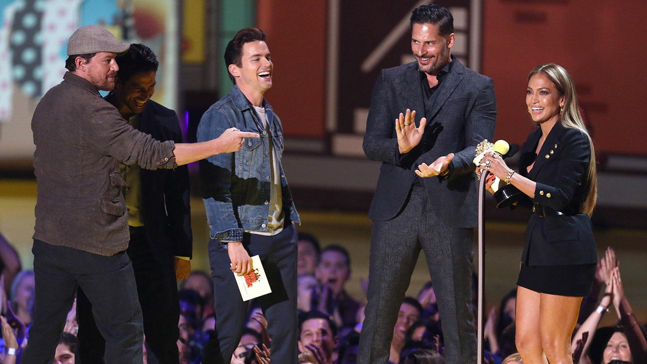 Jennifer Lopez Winning Scared MTV Movie Award - H 2015