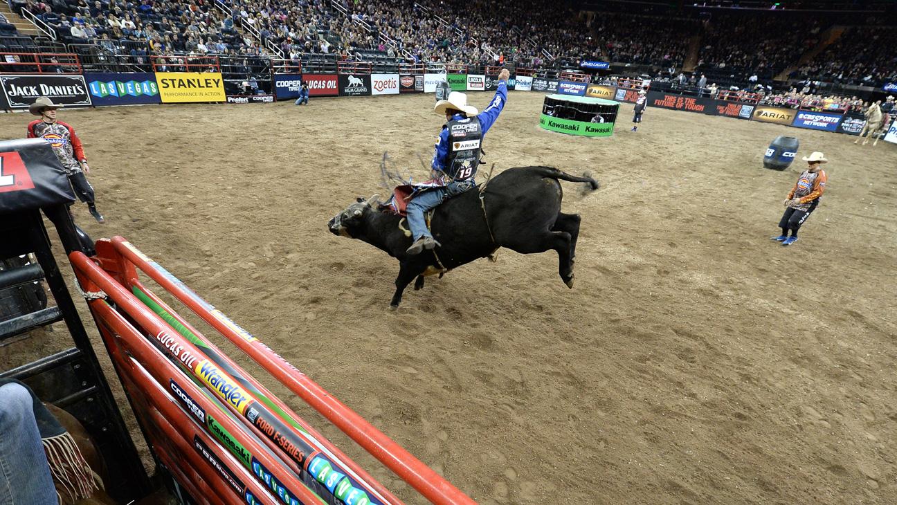 Professional Bull Riders - H 2015