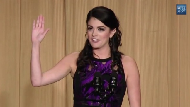 Cecily Strong White House Correspondents Dinner Hand Still - H 2015