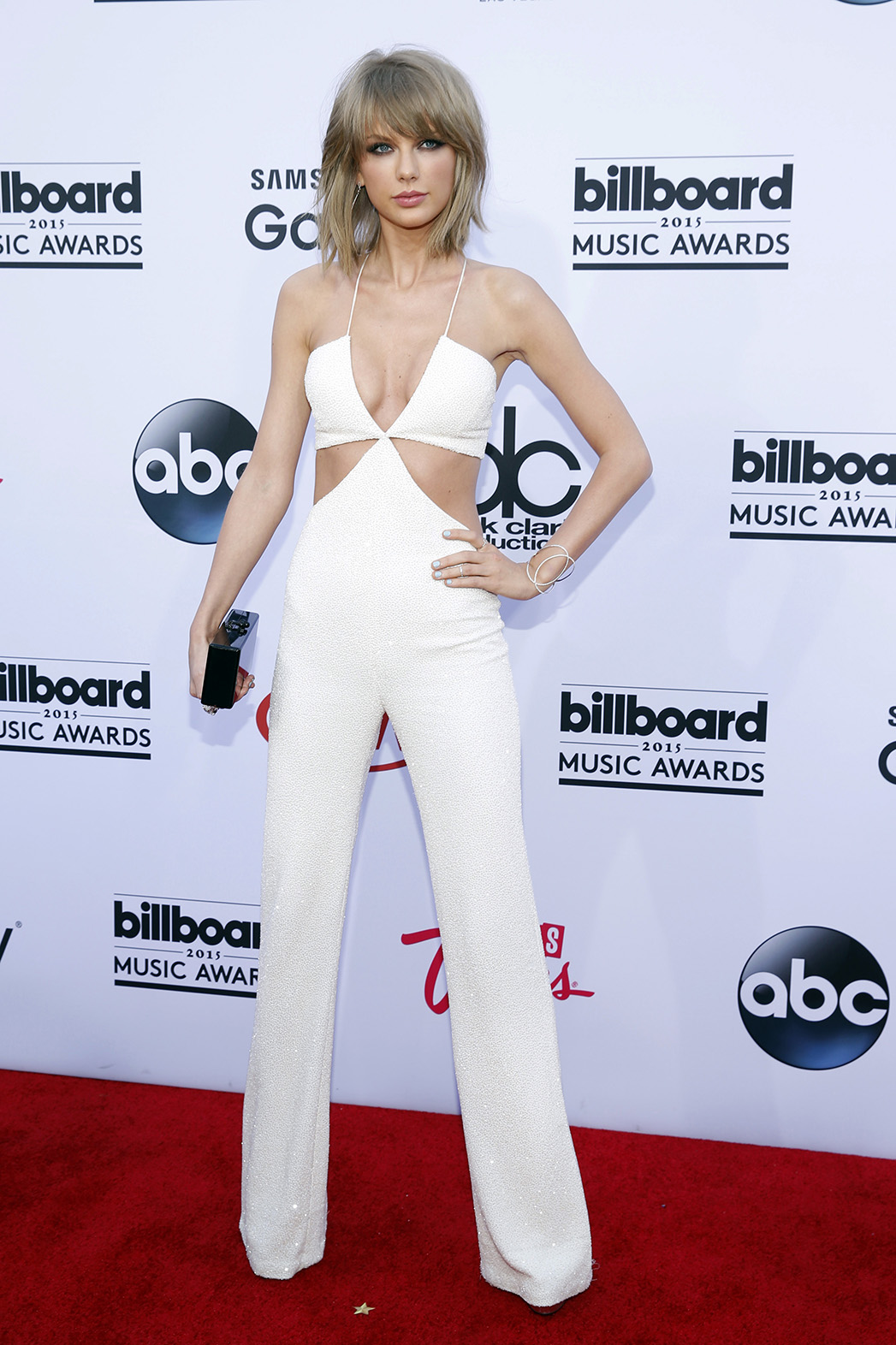 Taylor Swift S Bbmas Jumpsuit Sparks Controversy Hollywood Reporter