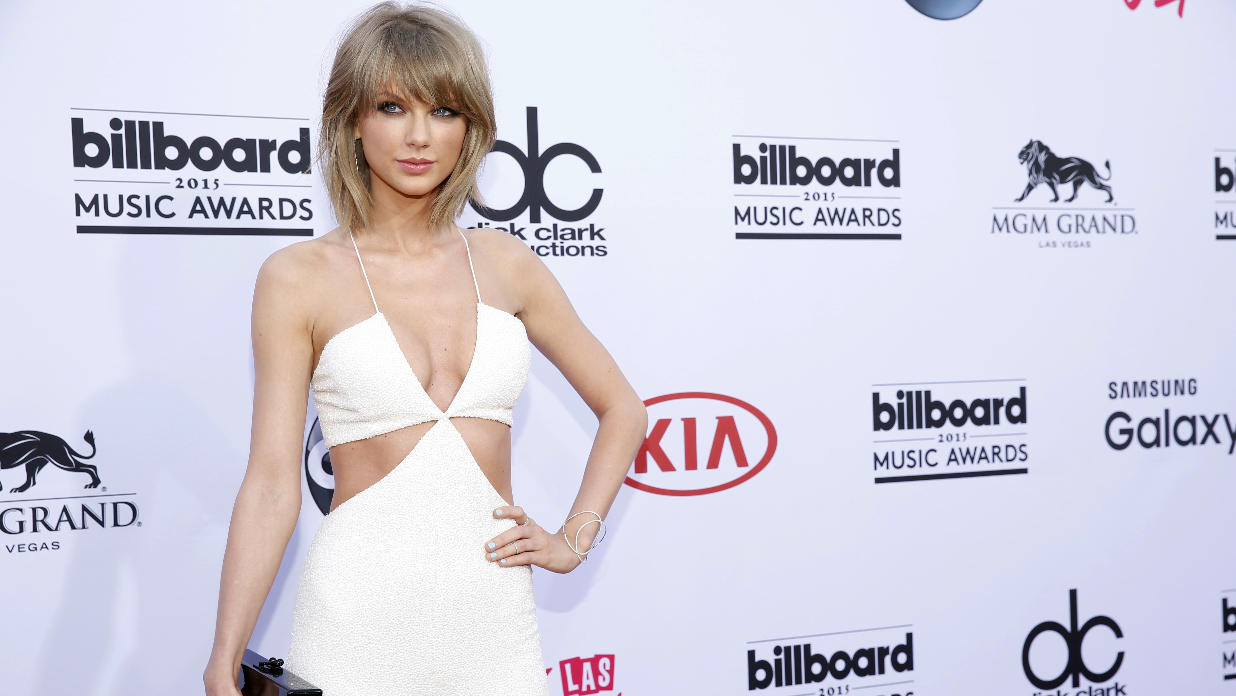 Taylor Swift S New Apparel Line Might Be Causing Controversy In China Hollywood Reporter