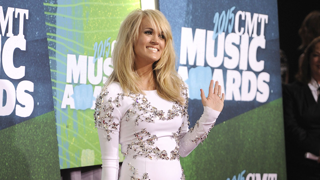 Carrie Underwood CMT Awards - H 2015