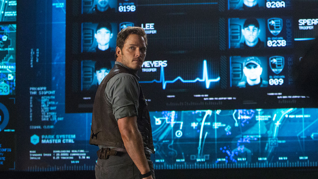 Jurassic World Still 7 - H 2015