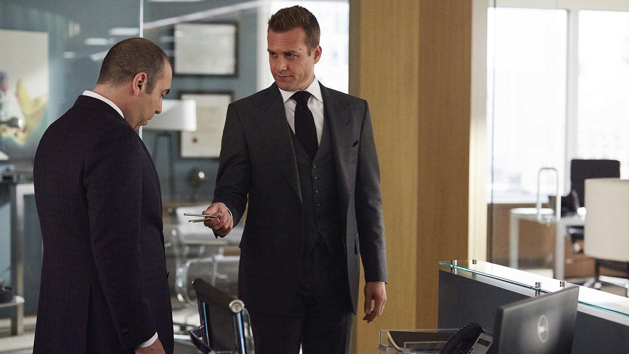 Suits S05E01 Still - H 2015