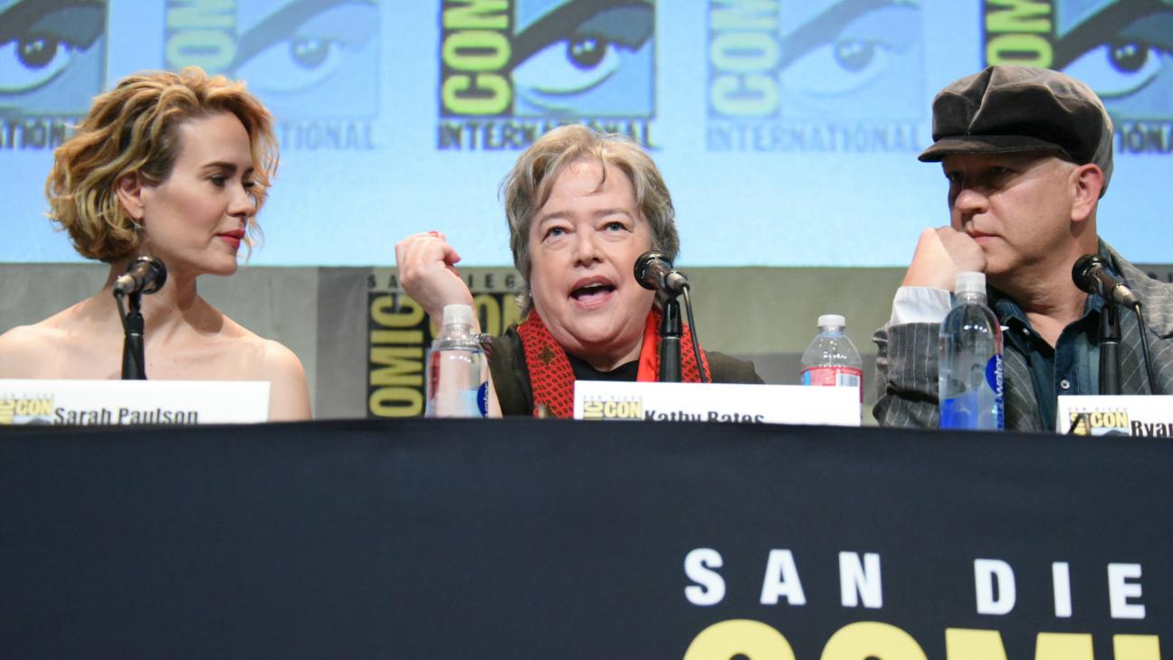 Sarah Paulson Kathy Bates Ryan Murphy Comic-Con - H 2015