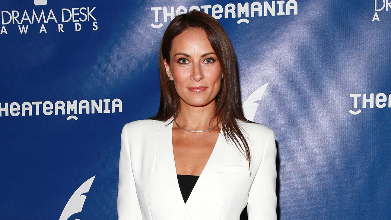 """Laura Benanti Theater Phone Etiquette Song: """"Look Up"""" 