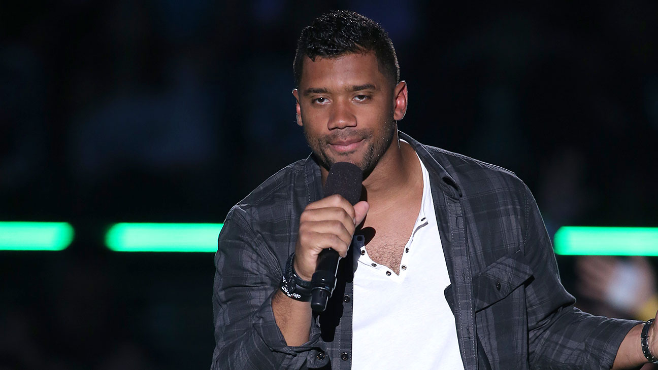 Russell Wilson Onstage Kids Choice Sports Awards - H 2015