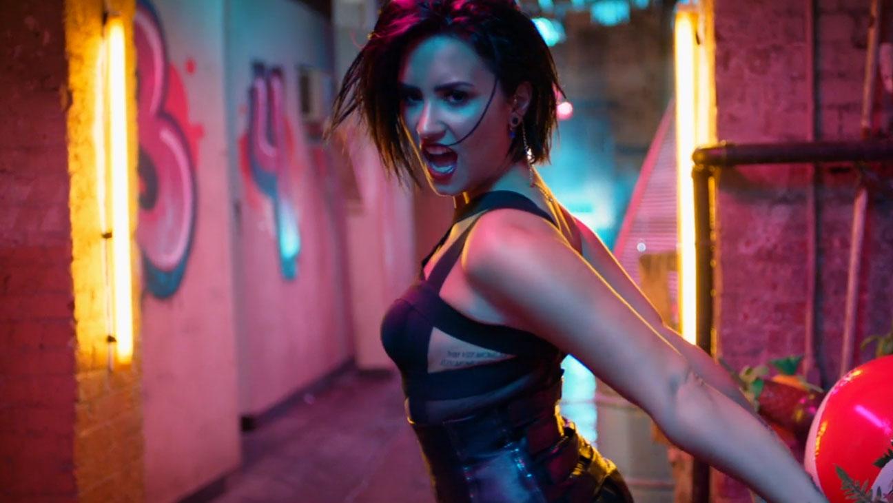 Demi Lovato, Cool for the Summer Video Still - H 2015