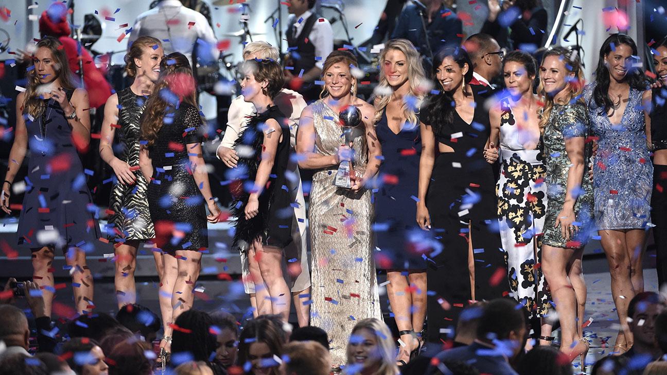 US_WOMENS_SOCCER_ONSTAGE_ESPYS - H 2015