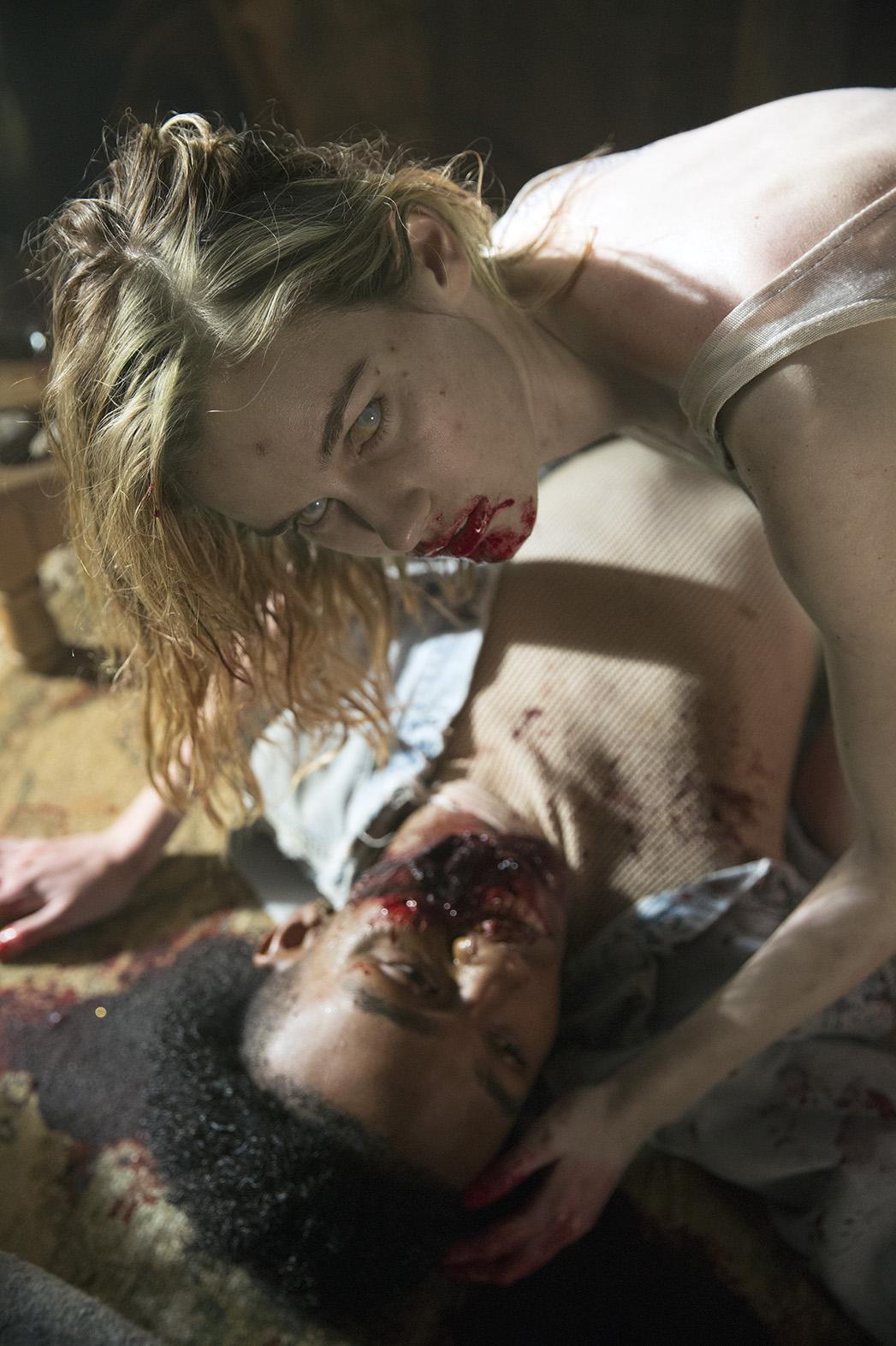 Fear The Walking Dead S01E01 Still 2 - P 2015