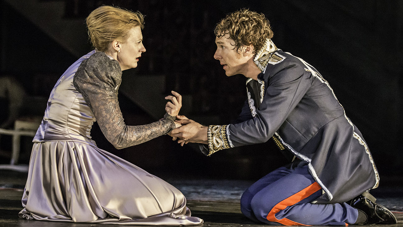 Hamlet at the Barbican Theatre Production Still - H 2015