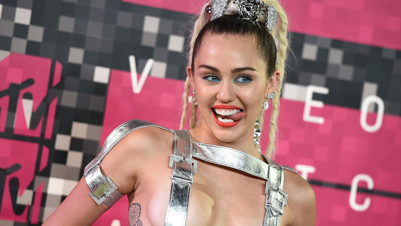 Miley Cyrus VMAs - H 2015