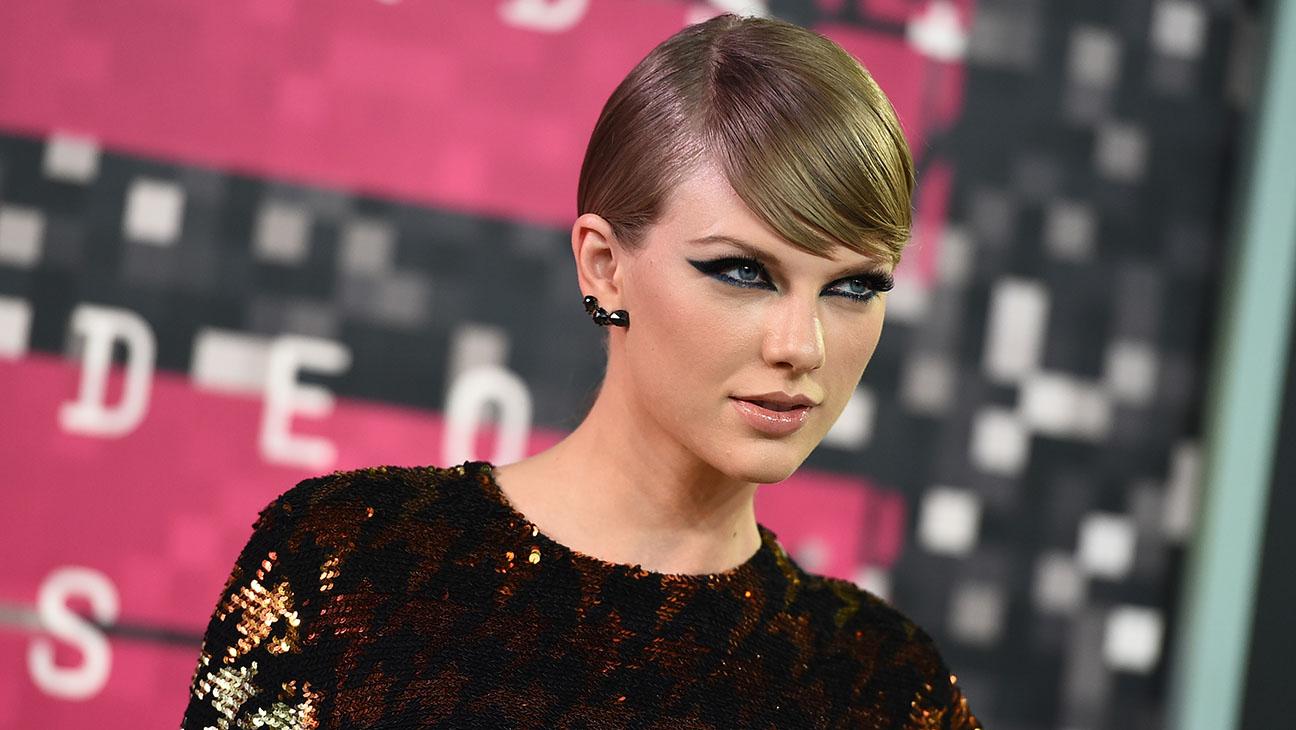 Taylor Swift VMAs - H 2015