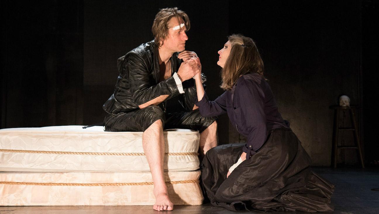Hamlet In Bed - H 2015
