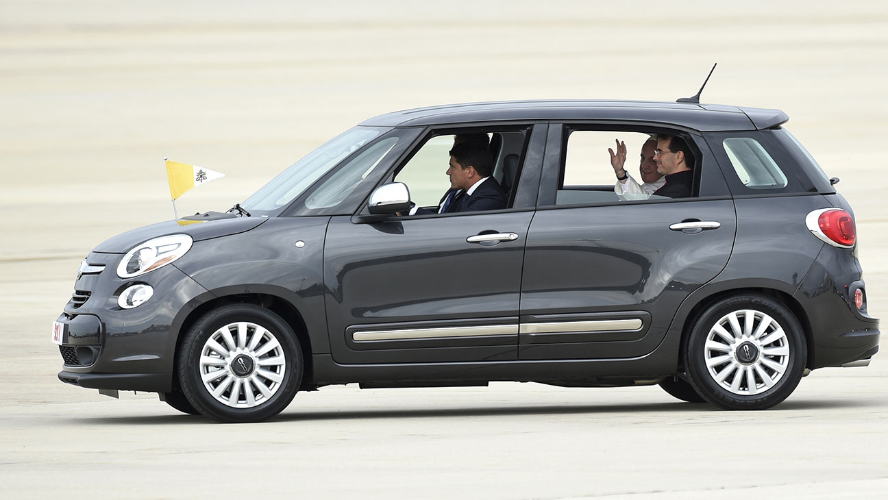 Pope Francis in Fiat 500 Car - H 2015