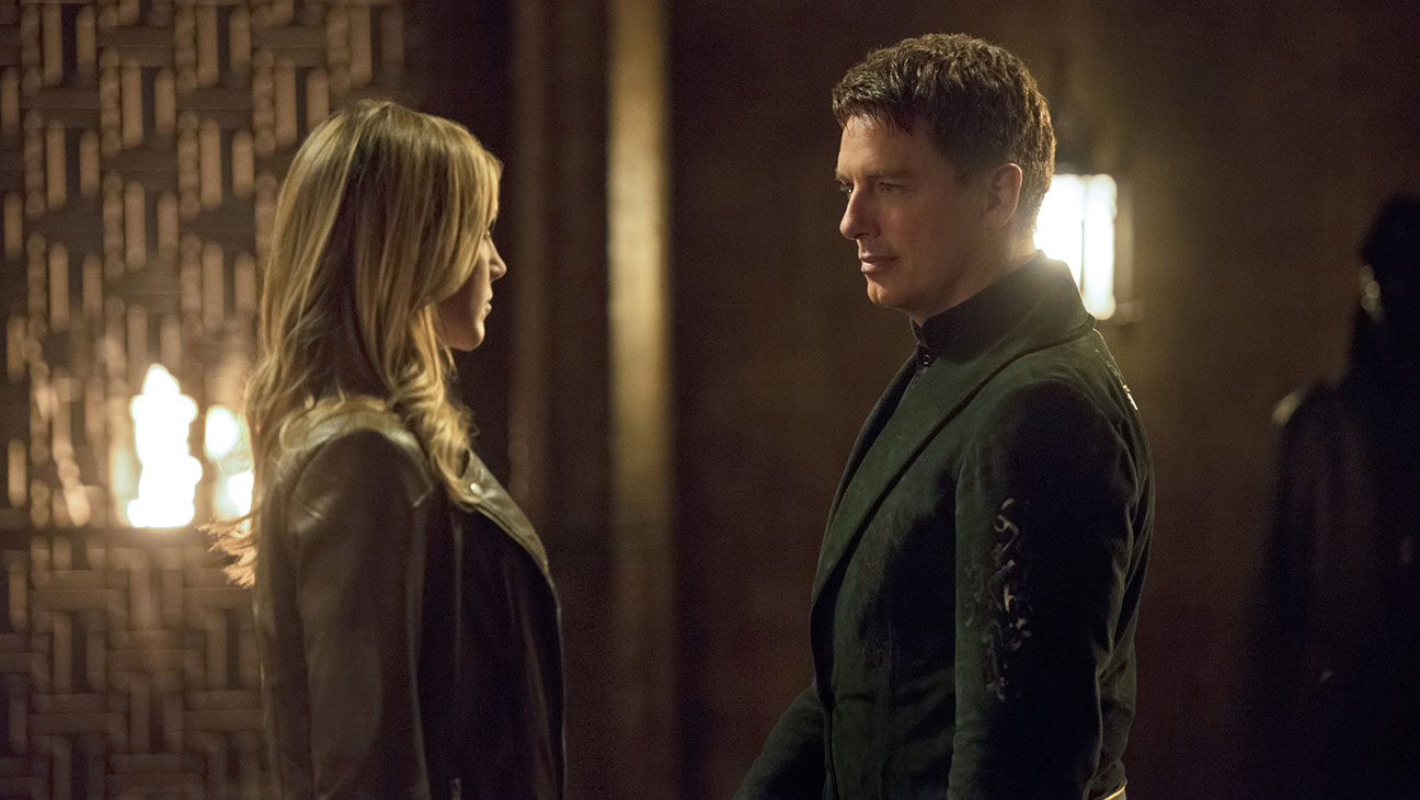 Arrow Still Katie Cassidy and John Barrowman -  H 2015
